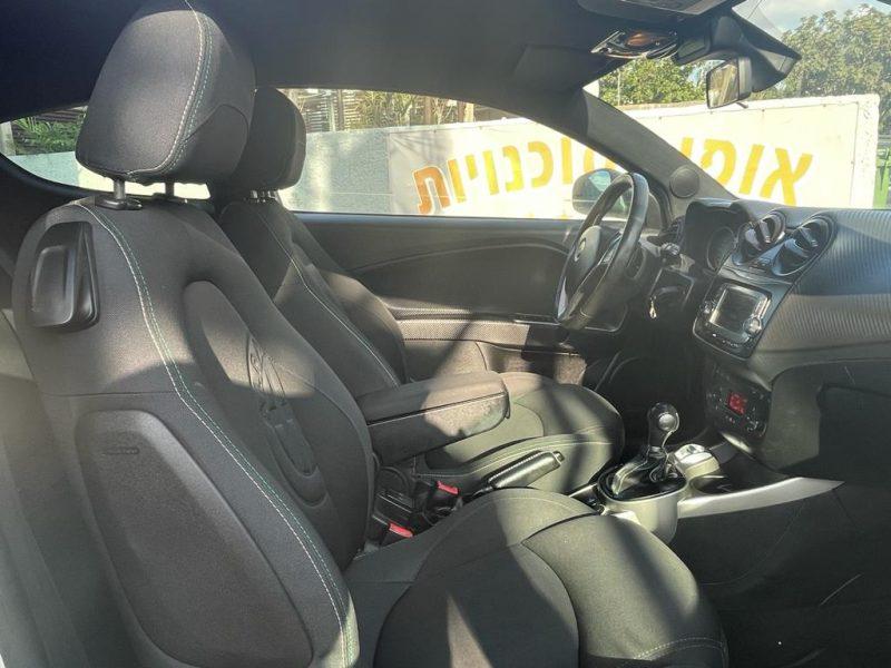 פנים הרכב מושב קדמי אלפא רומאו מיטו QV MONZA לבן 2016 קניית רכב יד 2
