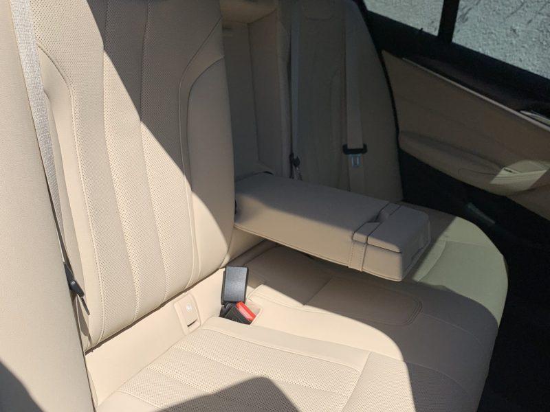 פנים הרכב מושב אחורי במוו E 530 e M-SPORT אפור מטאלי 2021 קניית רכב חדש 0 קמ