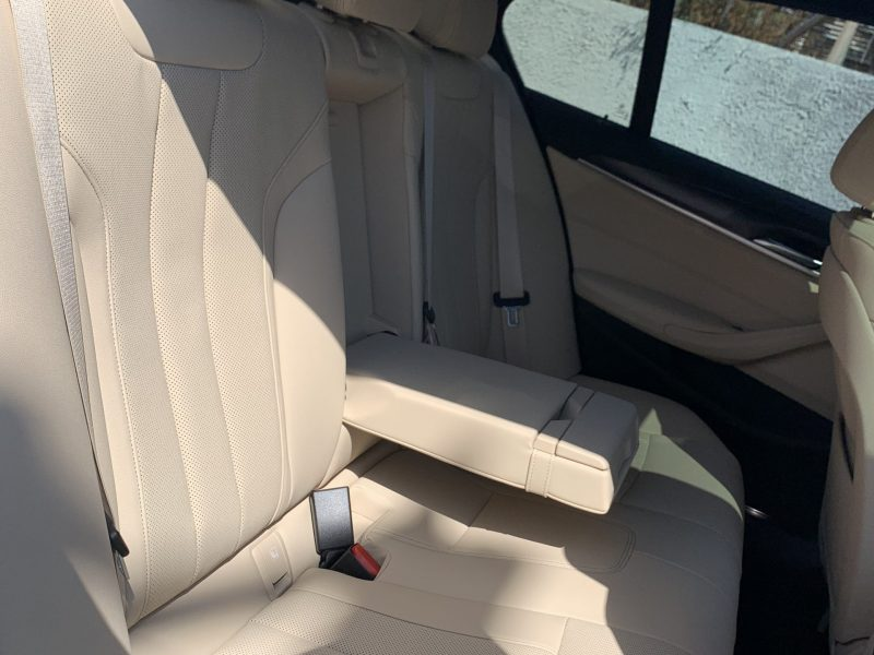פנים הרכב מושב אחורי במוו E 530 e M-SPORT לבן 2021 קניית רכב חדש 0 קמ