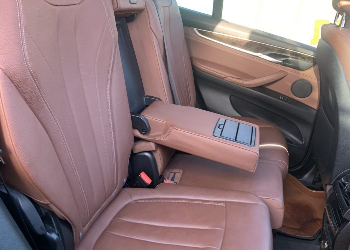פנים הרכב מושב אחורי במוו X 5 30 D EXCLUSIVE שחור מטאלי 2019 קניית רכבי יוקרה יד 2