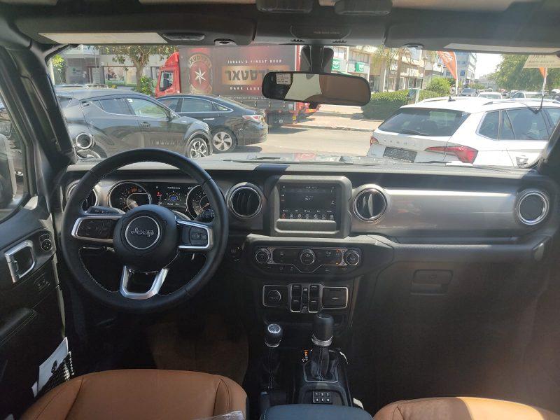 פנים הרכב ג'יפ סהרה ארוך 2.0 כסף 2021 רכבי יוקרה 0 קמ