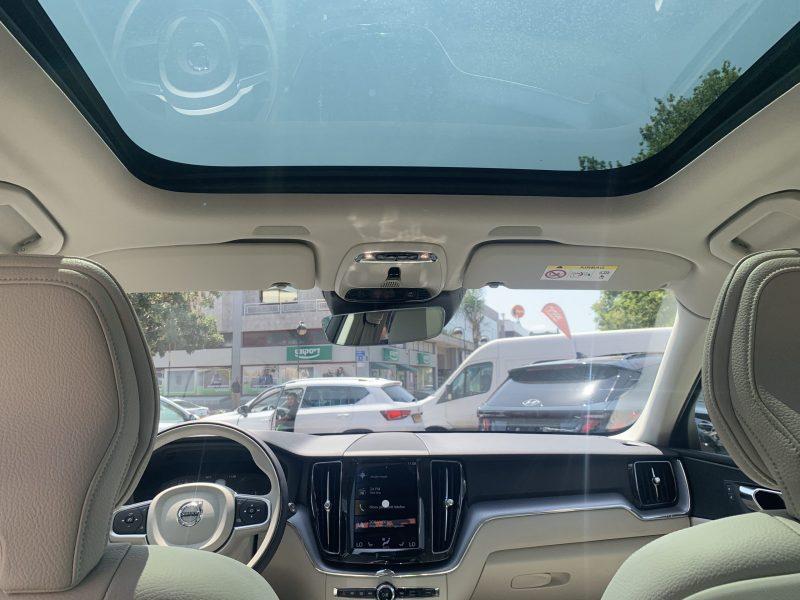 פנים ההרכב וולוו XC60 אקספריישן לבן 2021 קניית רכב חדש 0 קמ
