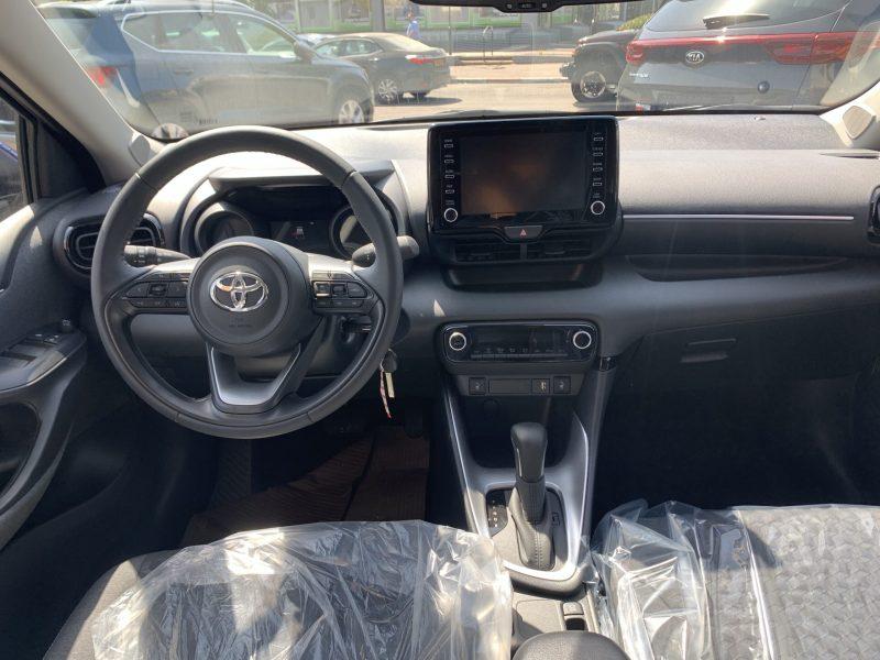 פנים הרכב מושב קדמי טויטה יאריס TECH כחול 2021 קניית רכב חדש 0 קמ