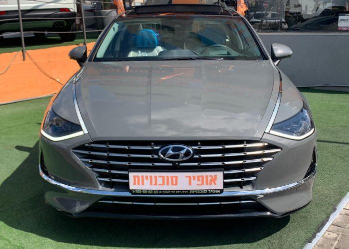 צילום קדמי של הרכב יונדאי סונטה היברידי LIMITED אפור בטון 2021 קניית רכב חדש