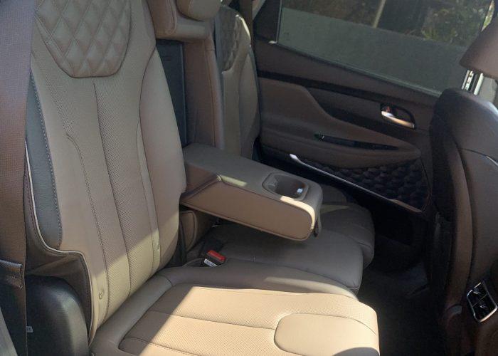 פנים הרכב מושב אחורי יונדאי סנטה פה LUXURY 4X4 לבן 2021 קניית רכבי יוקרה 0 קמ