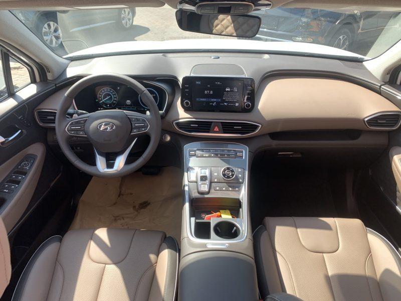 צילום פנים הרכב יונדאי סנטה פה LUXURY 4X4 לבן 2021 קניית רכבי יוקרה 0 קמ