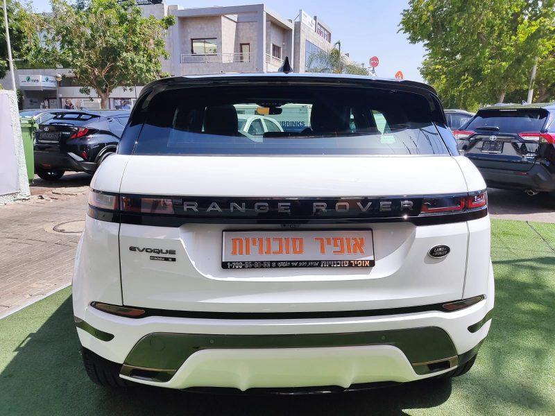 צילום אחורי של הרכב לנד רובר איווק R-DYNAMIC 2021 לבן גג שחור רכבי יוקרה