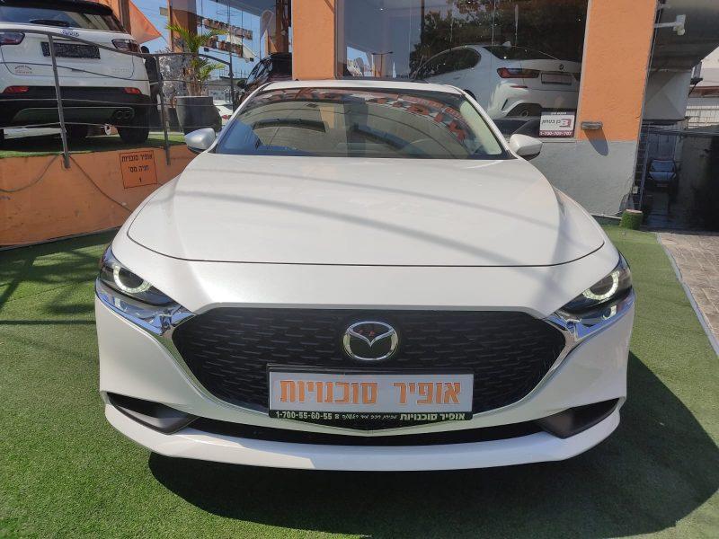 חזית הרכב מאזדה 3 ספיריט לבן פנינה 2021 קניית רכב 0 קמ