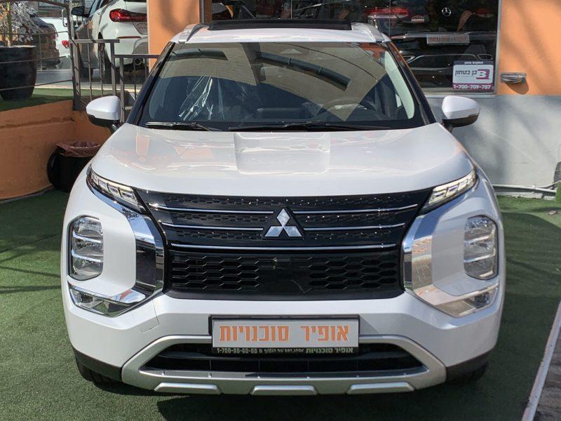 חזית הרכב מיצובישי אאוטלנדר INSTYLE לבן פנינה 2021 קניית רכב 0 קמ 7 מושבים