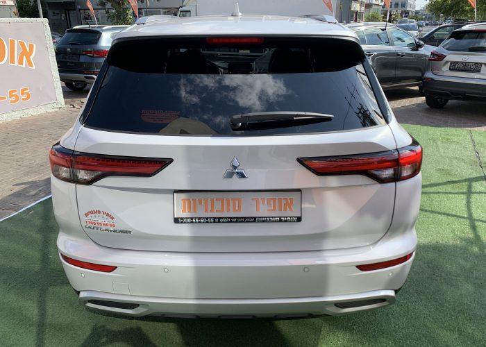 גב הרכב מיצובישי אאוטלנדר INSTYLE לבן פנינה 2021 קניית רכב 0 קמ 7 מושבים