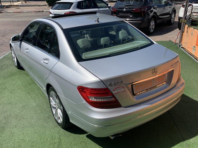צילום אחורי מרצדס C200 AVANTGARDE כסף 2011 קניית רכב יד 2