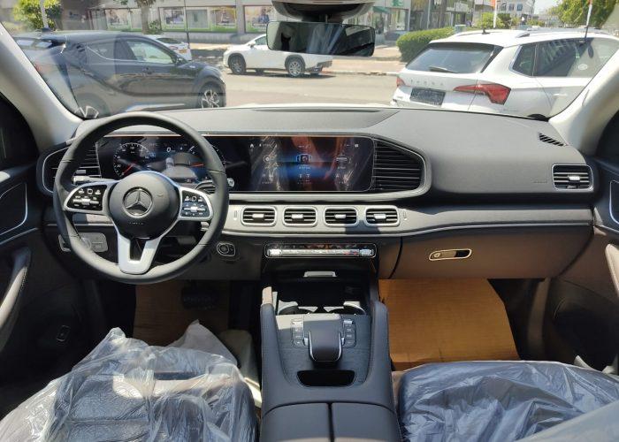 """צילום פנימי של הרכב מרצדס GLE 350 D לבן 2021 קניית רכב יוקרה 0 ק""""מ"""
