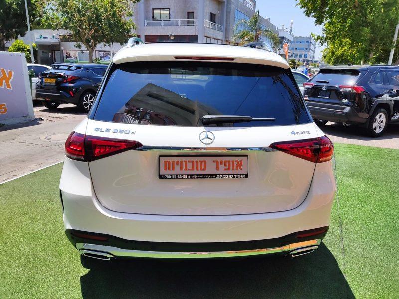 """קניית רכב יוקרה 0 ק""""מ צילום אחורי של הרכב מרצדס GLE 350 D לבן 2021 קניית רכב חדש"""