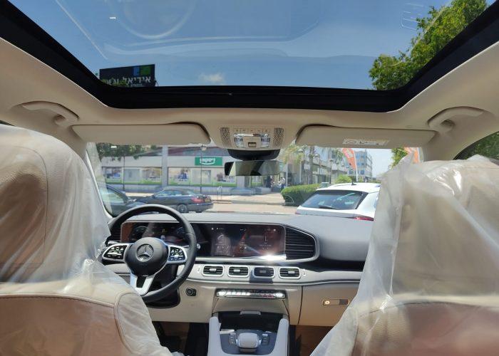 """צילום פנימי של הרכב קניית רכבי יוקרה 0 ק""""מ מרצדס GLE 350 D שחור מטאלי 2021 קניית רכב חדש"""