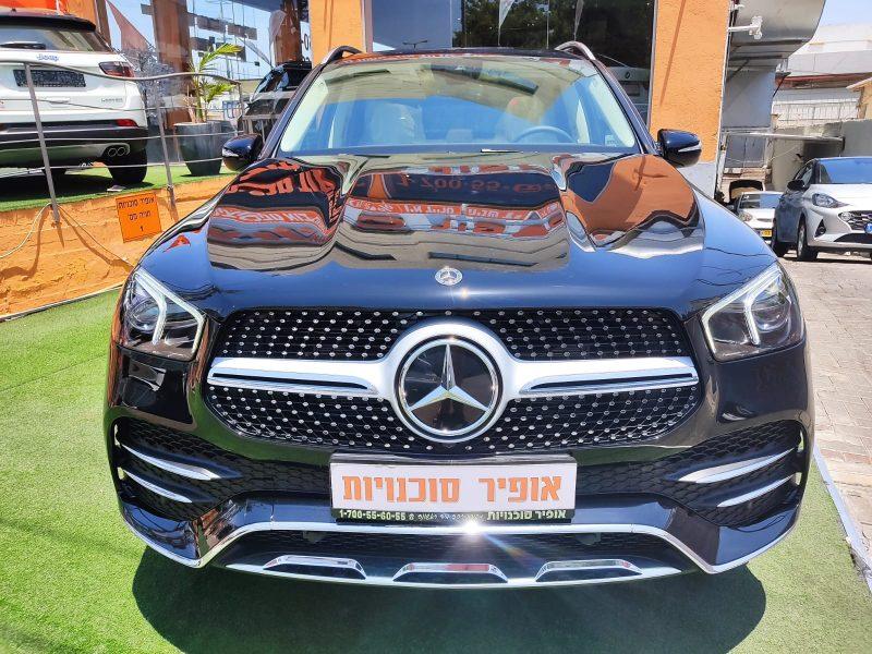 """צילום חזית הרכב קניית רכבי יוקרה 0 ק""""מ מרצדס GLE 350 D שחור מטאלי 2021 קניית רכב חדש"""