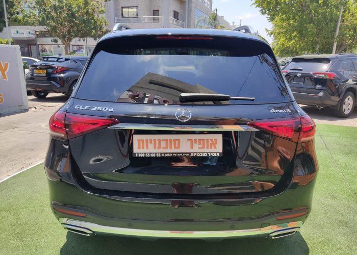 """צילום אחורי של ההרכב קניית רכבי יוקרה 0 ק""""מ מרצדס GLE 350 D שחור מטאלי 2021 קניית רכב חדש"""