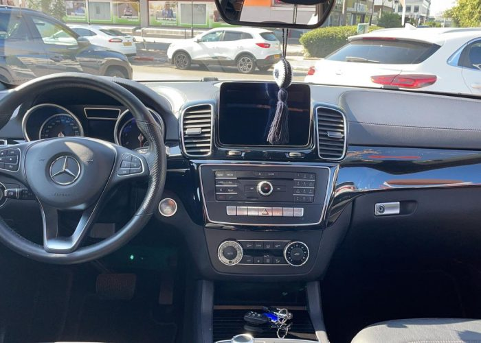 פנים הרכב מרצדס GLE 400 AMG COUPE לבן 2017 קניית רכבי יוקרה יד 2