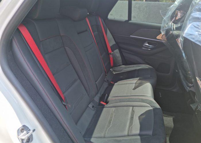 צילום מושב אחורי מרצדס GLE-53 קופה AMG לבן פנינה 2021 רכבי יוקרה 0 קמ