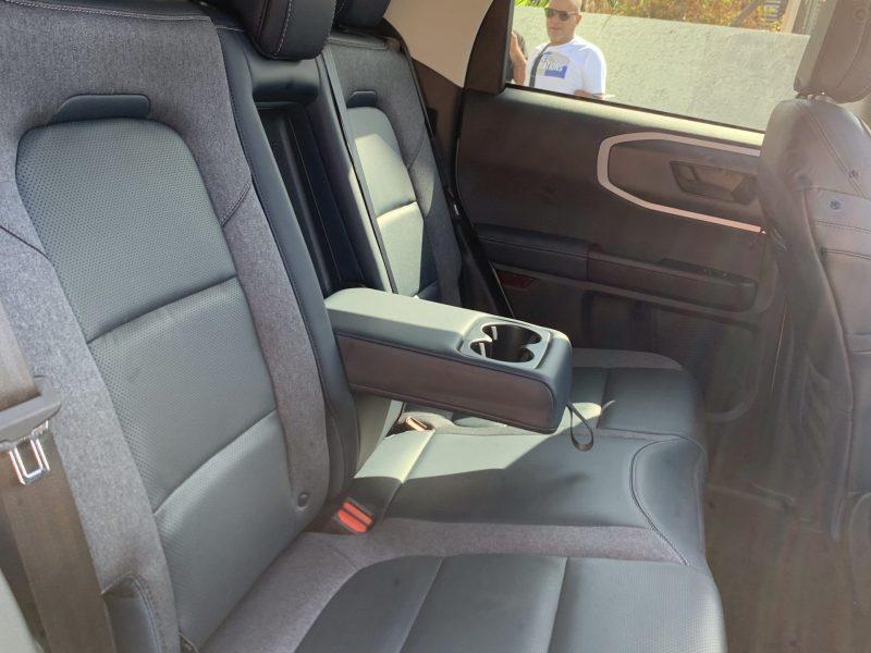 פנים הרכב מושב אחורי פורד ברונקו OUTER BANKS לבן 2021 קניית רכב 0 קמ