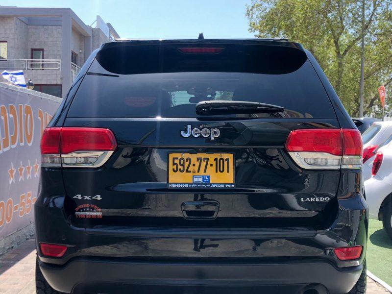 קרייזלר גראנד שירוקי עם חלון גג LAREDO 4X4 שחור מטאלי 2019 (2)