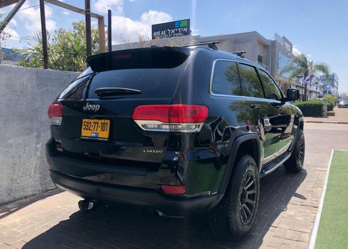 קרייזלר גראנד שירוקי עם חלון גג LAREDO 4X4 שחור מטאלי 2019 (3)