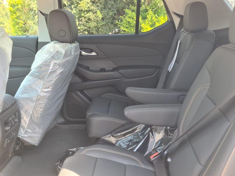 מושבים של הרכב שברולט טרוורס החדשה PREMIER 4X4 לבן 2021 קניית רכב 0 קמ