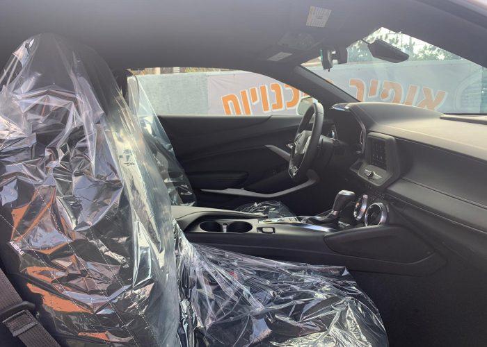 פנים הרכב שברולט קאמרו RS לבן 2021 קניית רכבי יוקרה 0 קמ