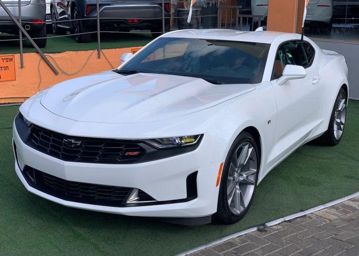 צילום קדמי שברולט קאמרו RS לבן 2021 קניית רכבי יוקרה 0 קמ