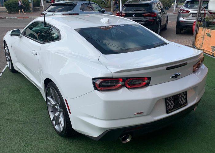 צילום אחורי שברולט קאמרו RS לבן 2021 קניית רכבי יוקרה 0 קמ
