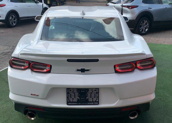 גב הרכב שברולט קאמרו RS לבן 2021 קניית רכבי יוקרה 0 קמ